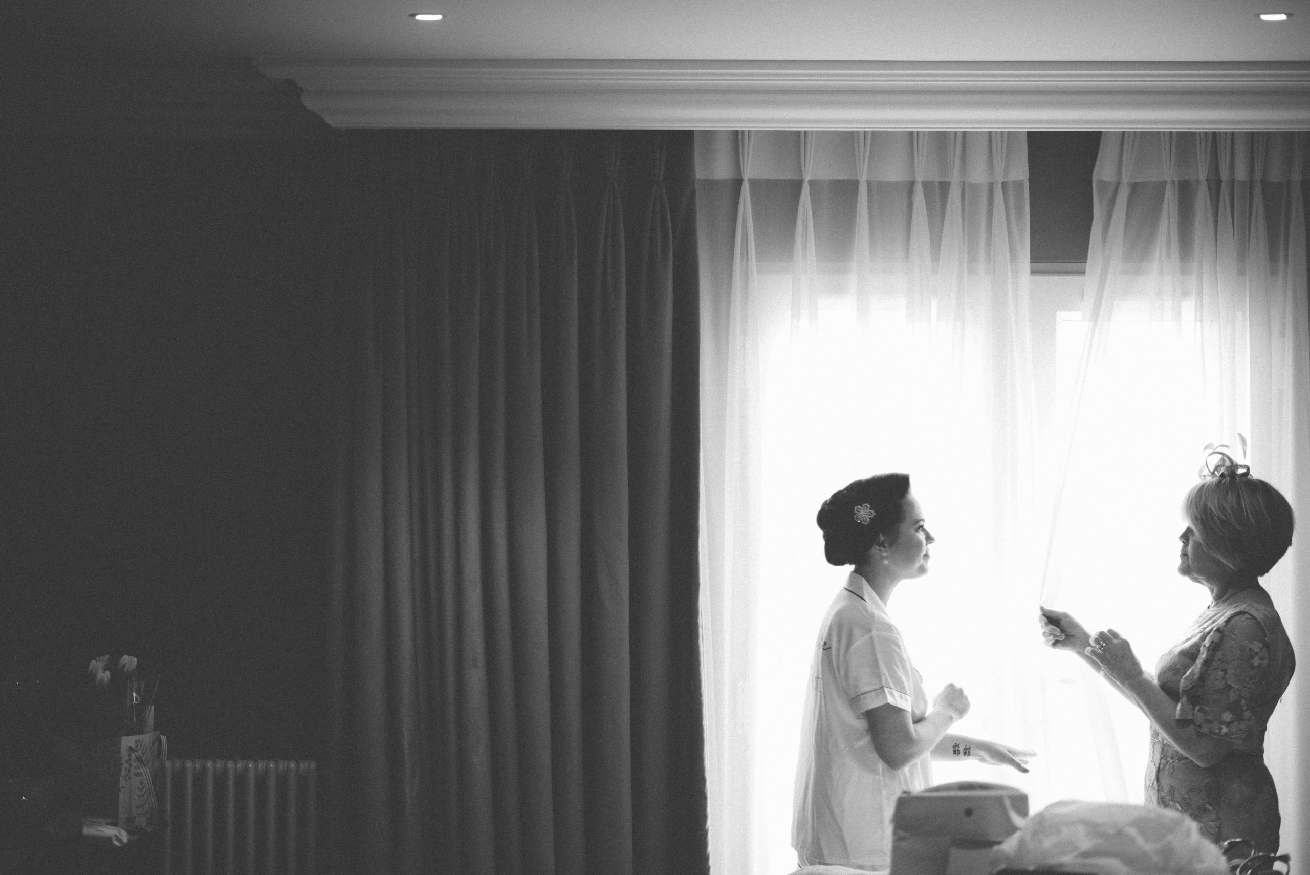 bride and her mother at roslin beach hotel